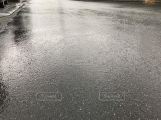 雨のアスファルト - No.1009433