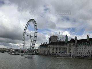 ロンドンアイとテムズ川の写真・画像素材[952120]