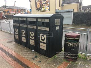 ウェールズ語と英語表記のゴミ箱2 - No.953076