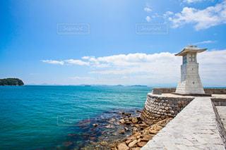灯台と海の写真・画像素材[952970]