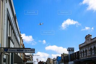 飛行機と都市の写真・画像素材[953921]