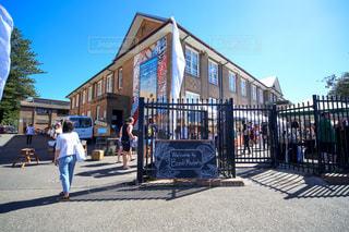 小学校で週末マーケットの写真・画像素材[955482]