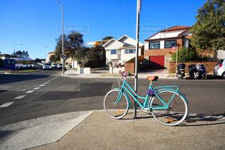自転車と道路の写真・画像素材[955485]