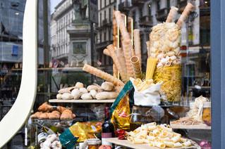 食品のさまざまな種類の多くでいっぱいストアの写真・画像素材[955500]