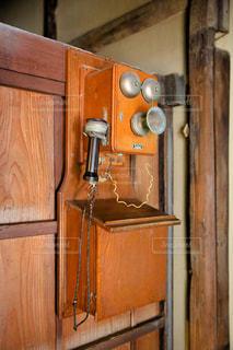 木製の電話の写真・画像素材[955523]