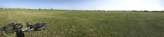 野原で休憩の写真・画像素材[952251]