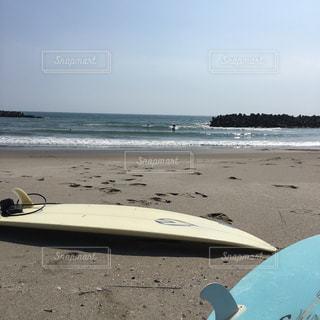 サーフボードとビーチ - No.952305