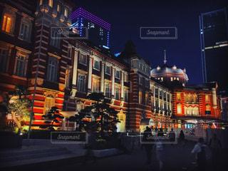 夜のライトアップされた街の写真・画像素材[952462]