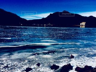 青く硬い湖 - No.980632