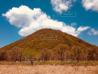 空と山と草原 - No.992447