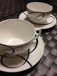 テーブルの上のコーヒーカップの写真・画像素材[953157]