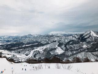 雪の覆われた山々 の景色の写真・画像素材[953400]