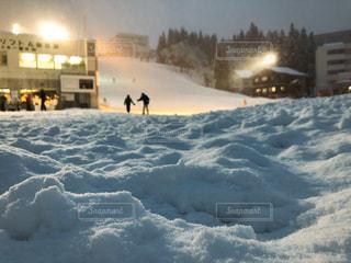 雪に覆われた斜面の写真・画像素材[953402]