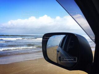 車のサイドミラー ビューの写真・画像素材[953462]