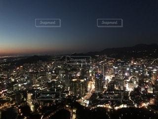 大都市の夜景の人々 のグループの写真・画像素材[1003769]