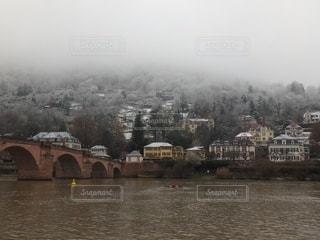 雪空に霞むハイデルベルグの写真・画像素材[3484774]