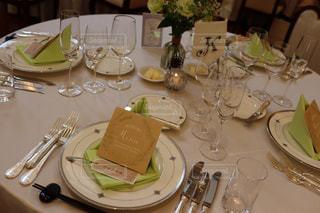 ワイングラスで満たされたダイニング テーブルの写真・画像素材[1849417]