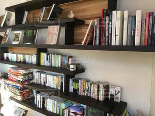 本棚は本でいっぱいの写真・画像素材[954315]