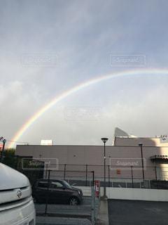 駐車場での虹の写真・画像素材[954537]