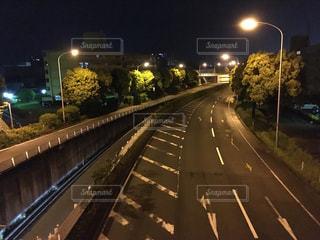 夜の高速道路の写真・画像素材[1159419]