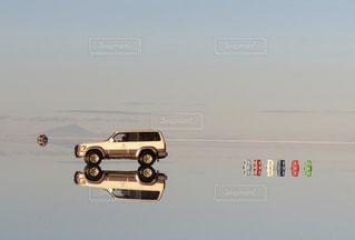 ウユニ塩湖の4WDの写真・画像素材[1135007]