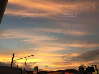 日没の前にトラフィック ライトの写真・画像素材[955684]