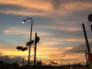 日没の前にトラフィック ライトの写真・画像素材[955685]