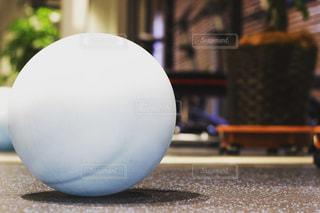 大きな白いボールの写真・画像素材[1002294]