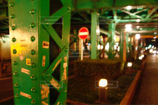 夜の高架下の写真・画像素材[1064190]