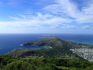 背景の山と水体 - No.956103