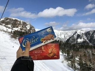 スイスのチョコレートを雪山での写真・画像素材[958551]