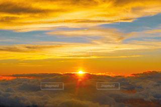 富士八号目から見る朝日の写真・画像素材[1485583]