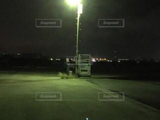 暗がりの販売機の写真・画像素材[957405]