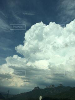 空には雲のグループの写真・画像素材[1286468]