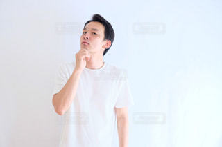 青ヒゲに悩む人の写真・画像素材[1212020]