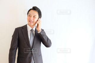 スーツとネクタイを身に着けている男の写真・画像素材[1212034]
