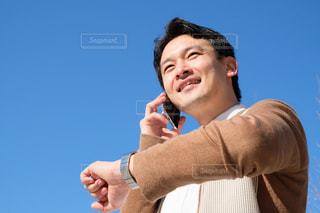 時計を見る男性の写真・画像素材[1707388]