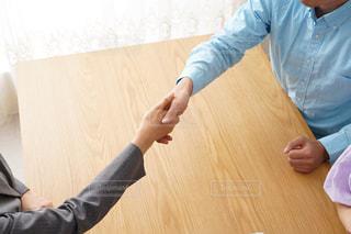握手する人の写真・画像素材[1707458]