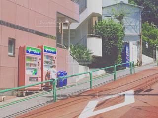 少年と自販機の写真・画像素材[960393]