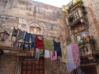 海外の外に干されている洗濯の写真・画像素材[960550]