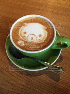 テーブルの上のコーヒー カップの写真・画像素材[966771]