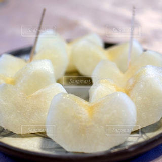 皿に盛った梨の写真・画像素材[961258]