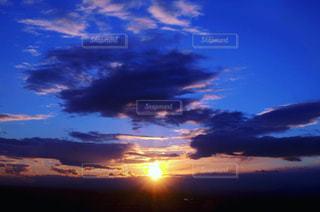 沈む夕日の写真・画像素材[965075]