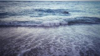 砂浜とさざ波の写真・画像素材[1022285]