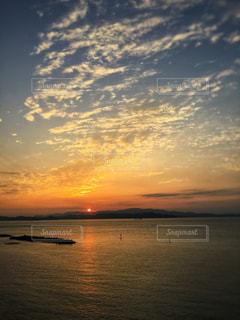 朝日と海の写真・画像素材[1066454]