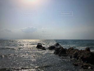 水しぶきと太陽の写真・画像素材[1121150]