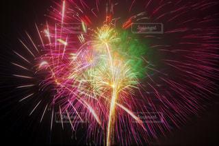 空に花火の写真・画像素材[1178708]