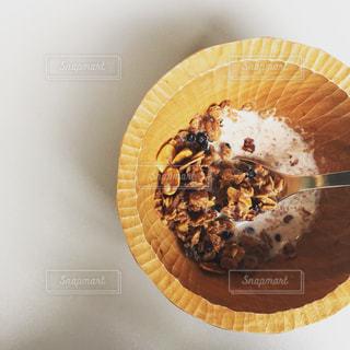 木の器に入ったグラノーラの写真・画像素材[961991]
