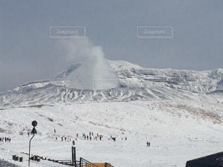 雪の阿蘇山火口 - No.961707