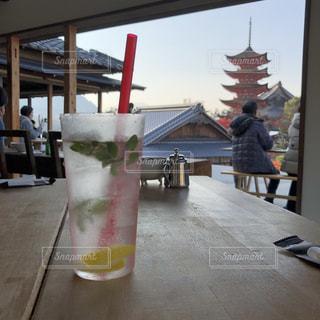 オープンエアなカフェでモヒートの写真・画像素材[962868]